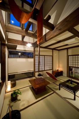畳の間の居間と食堂