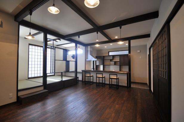 天井には梁を表しており、古民家カフェのようです。