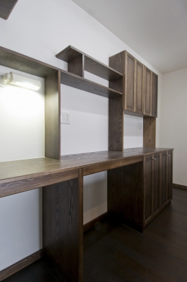 フレイデザインの甲斐氏による台所のバック棚