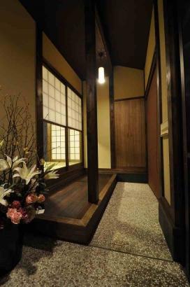 玄関土間と内縁の板間