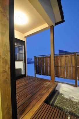 この季節、月見台からは白山の雪景色が眺められます。