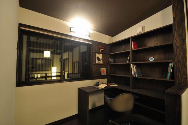 2階ホールの書斎