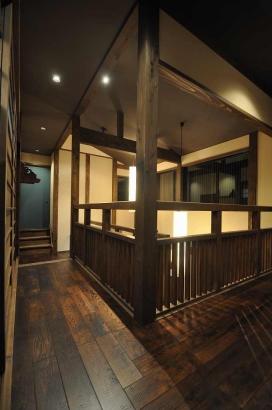 L字の2階廊下