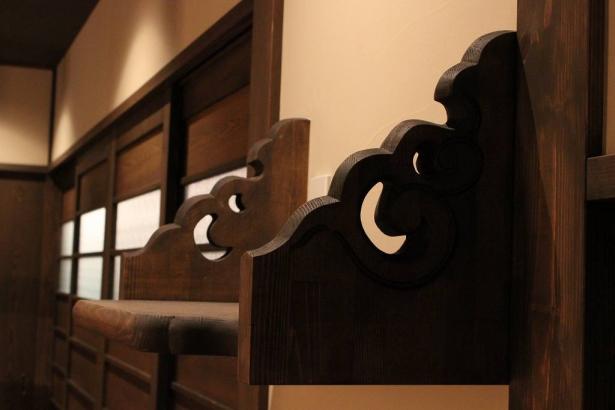 雲型に彫り込んだ神棚