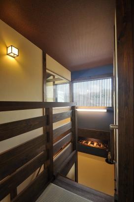 中2階の書斎は紺壁で落ち着いた雰囲気です。