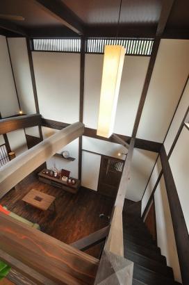 2階から見下ろすリビング