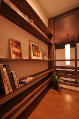 2階ホールには本棚