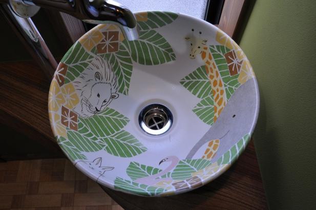 動物たちが森の中にいる、陶器のオリジナル手洗い鉢