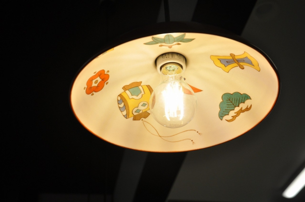 宝づくしの絵柄を描いたオリジナル照明