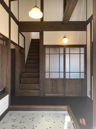 ノスタルジックと懐かしい雰囲気のある玄関土間