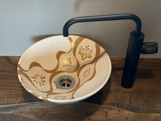 陶芸作家の香田氏のオリジナル手洗い鉢