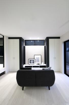白黒のコントラストがキレイなリビング収納