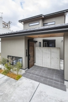 金沢の町並みに溶け込む和モダンの家