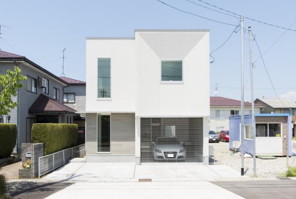 同団地内に完成した モデル住宅 「愛車とともに暮らす家」