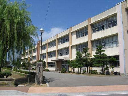 湯野小学校 …850m(徒歩10分)