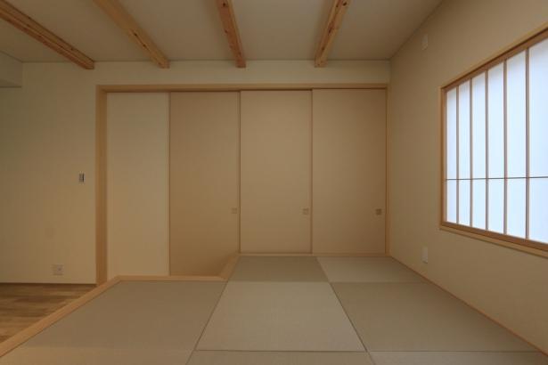 茶の間と座敷の間は3枚引き戸で仕切ることが出来ます。