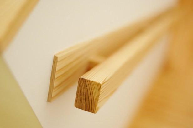 造作の階段手摺。