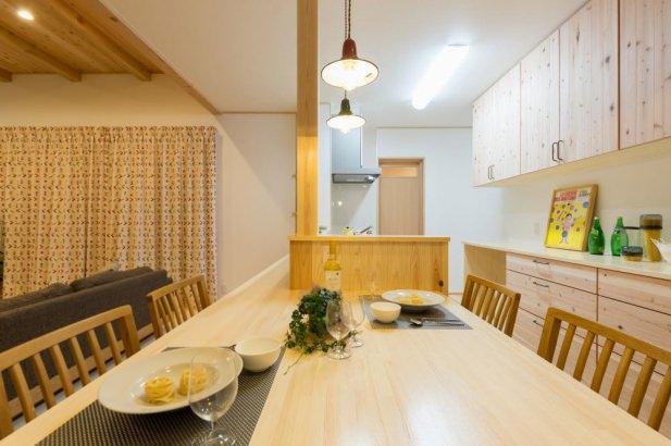 ダイニング・キッチンは横並び配置。食事の準備・片付けもラクラク。