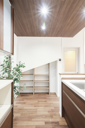 階段下の未利用空間を上手に活かした収納