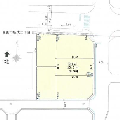 面積200.01㎡(60.5坪)、間口は9.5mあります。前面道路の幅員は9mあり出入りしやすいです。